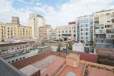 Spacious and bright apartment in modern style in the centre of Barcelona